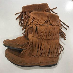 Shoes - Minnetonka Moccasin. 3 layer fringe. Suede. Sz 9.
